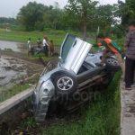 Terjatuh di Jalan, Motor Warga Madiun Dilindas Mobil Escudo di Nganjuk