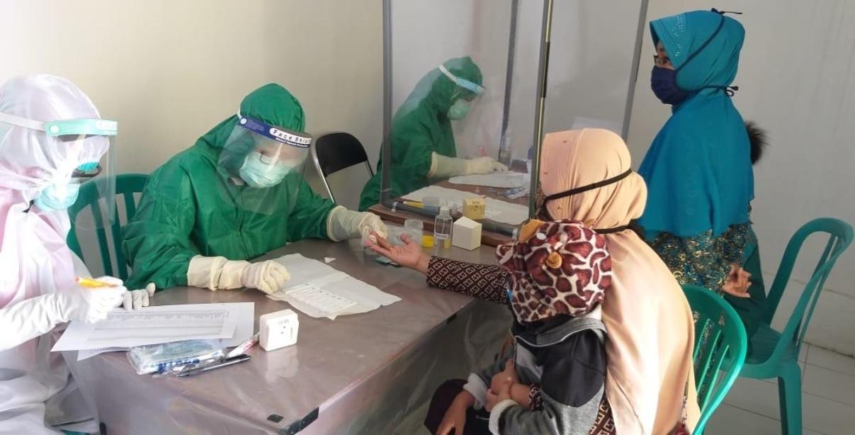 Tarawaih Bersama Pasien Positif COVID-19, 68 Warga Kediri Dirapid Test