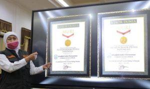 Gubernur Jatim terima dua penghargaan dari MURI