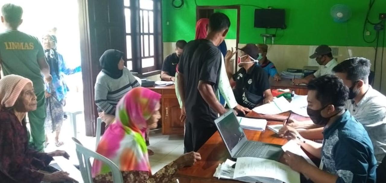 240 Orang Warga Sukajeruk Masalembu Terima BLT-DD Rp600 Ribu