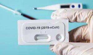 Iluatrasi test swab COVID-19
