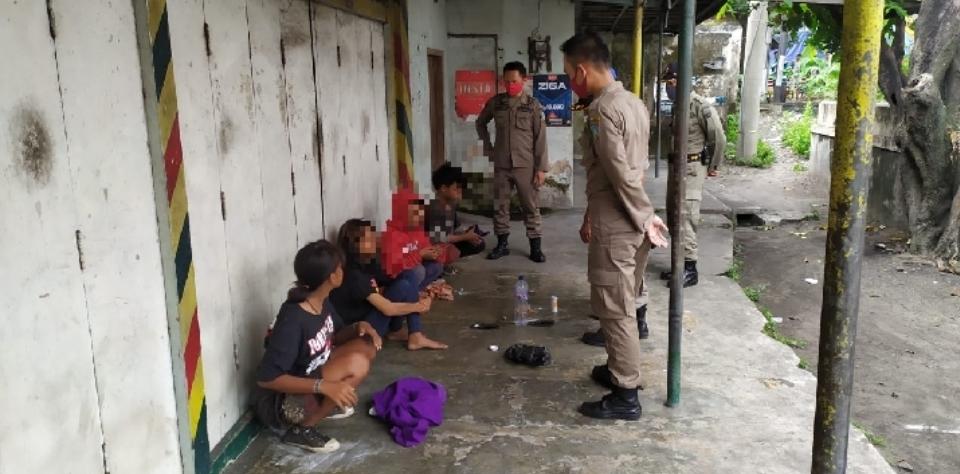 Patroli COVID-19, Satpol PP Jombang Amankan Empat Anjal