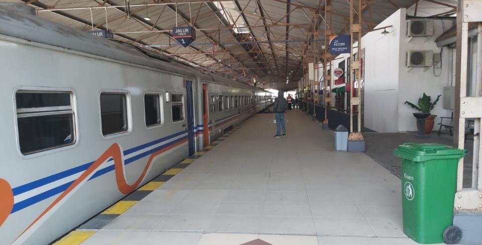 Empat Stasiun Dilewati, KA Lokal Hanya Berhenti di Stasiun Jombang