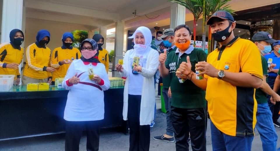 Hari Anti Narkotika di Jombang, Senam, Bagi Susu Dan Telur