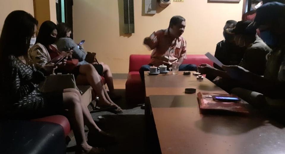 Tak Patuh, Karaoke di Kota Kediri Dibubarkan Satpol PP