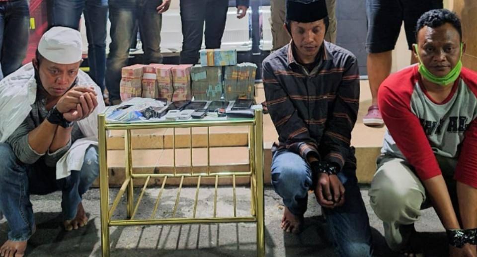 Nyamar Kiai, Komplotan Curat Uang Rp380 Juta di Jombang Diringkus di Sragen