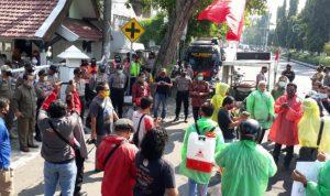 Pakai APD, Projo Jombang Demonstrasi Transparansi Anggaran COVID-19