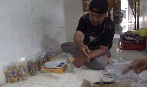 Usaha Sandal Gulung Tikar, Pria Ini Sukses Produksi Tahu Kripik