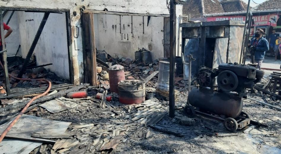 Ruko, Pertamini Dan Uang Rp45 Juta di Gondang Nganjuk Ludes Terbakar