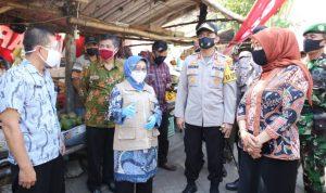 Pasar Tangguh Mojoagung Upaya Lindungi Pedagang - Pembeli Dari COVID-19