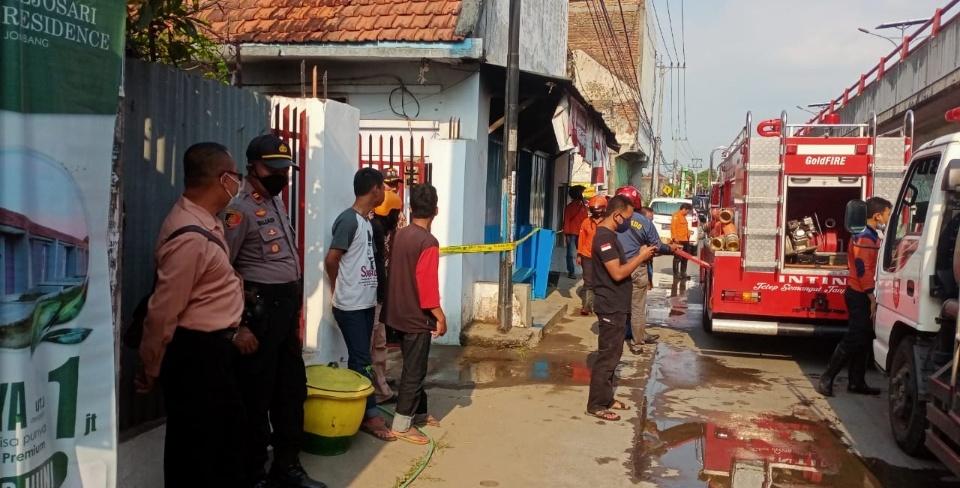 Korsleting, Toko Tembakau Milik Wanita 90 Tahun di Jombang Terbakar
