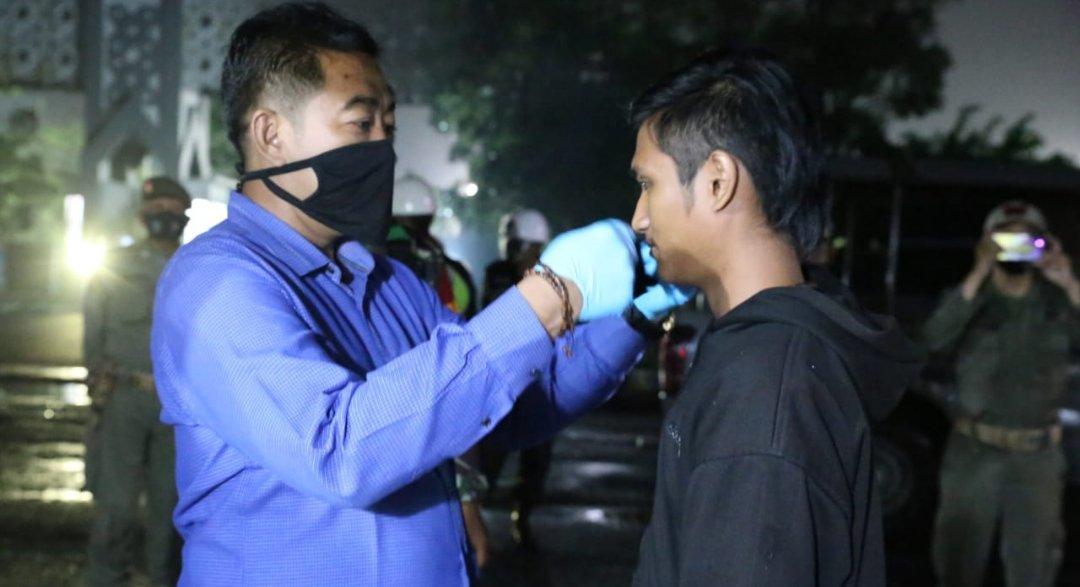Patroli Kawasan Terminal Makam Gus Dur, Aparat Ingatkan Pakai Masker
