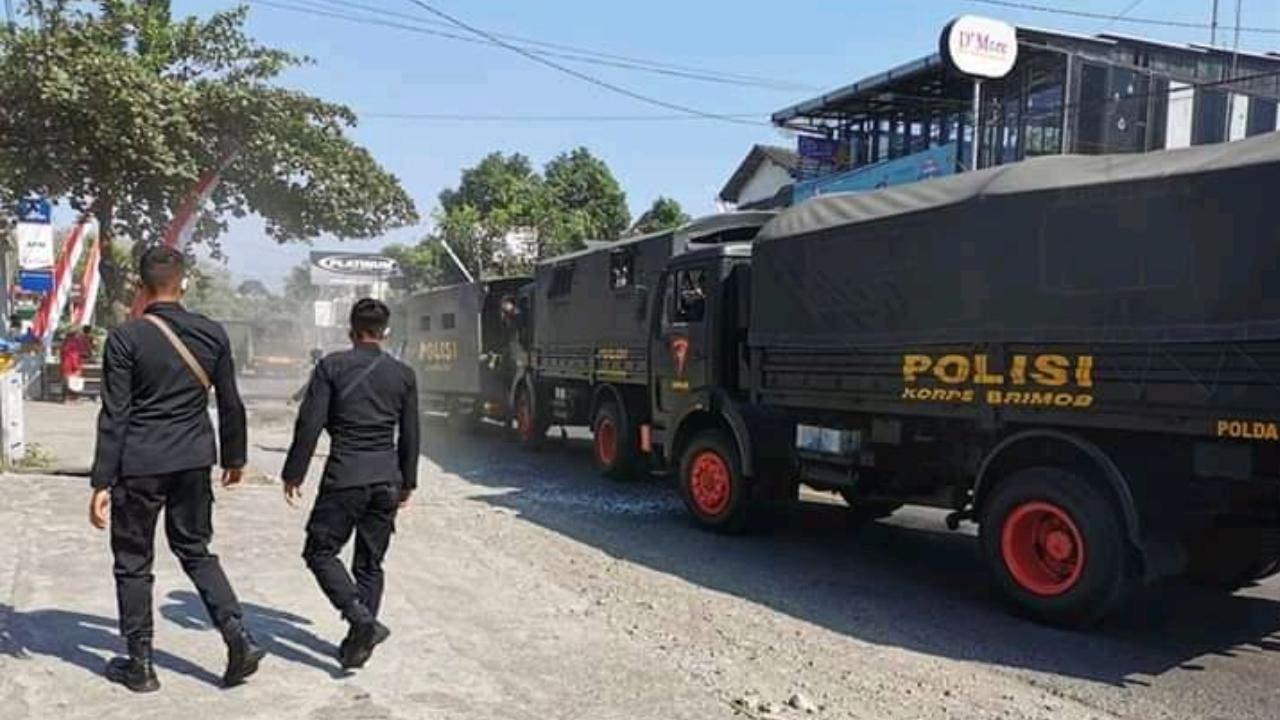 Hindari Motor Belok, Rombongan Brimob Polda Jatim Kecelakaan di Blitar