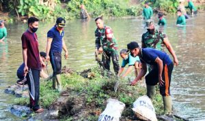 Peduli Lingkungan, Tiga Pilar Bojonegoro Bersihkan Sendang Kali Kunci