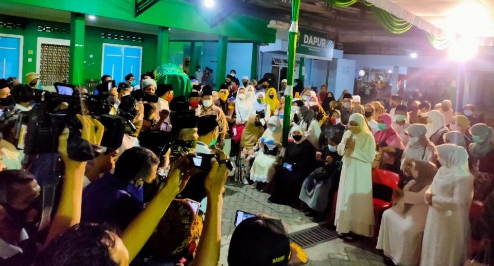 Gubernur Hingga Menteri Antar Gus Im ke Pemakaman di Jombang