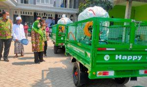 Legislator PPP Salurkan Bantuan Lima Motor Disinfektan di Jombang