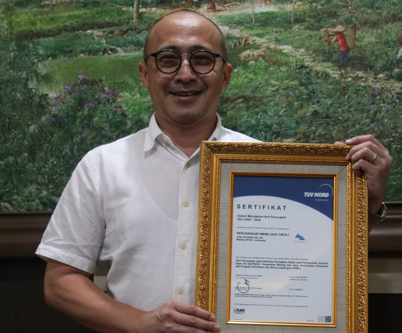 Implementasikan Sistem Anti Suap, PJT I Diganjar Sertifikat ISO 37001:2016