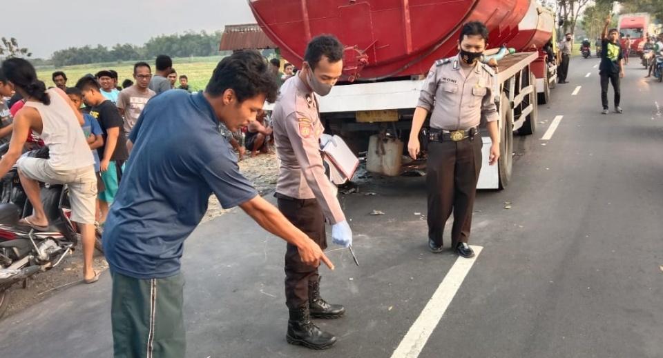 Serempetan, Jatuh, Tewas Terlindas Truk Tangki di Jombang