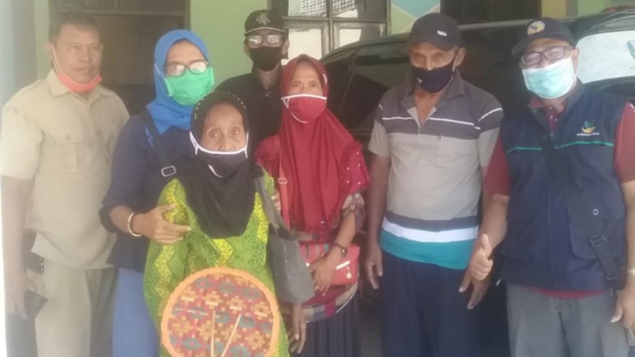 Bikin Haru, Dewan Jombang Bantu Nenek Sebatangkara Masuk Panti