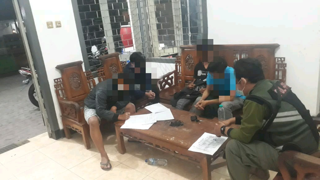Tiga Remaja Pesta Miras di Area GOR Jayabaya Diamankan Satpol PP