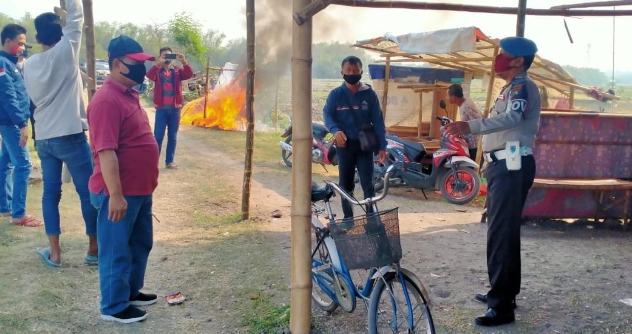 Pejudi Sabung Kocar-kacir Digerebek Polisi, 2 Ekor Ayam Ditinggal