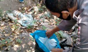 Warga Jombang Temukan Kain Kafan Dekat Makam Yang Dibongkar Orang
