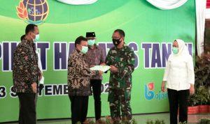 BPN Serahkan Sertifikat Hak Atas Tanah Kodim 0813 Bojonegoro