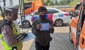 Pengendara Motor Scoopy Masuk Tol Mojokerto-Jombang Ditilang Polisi