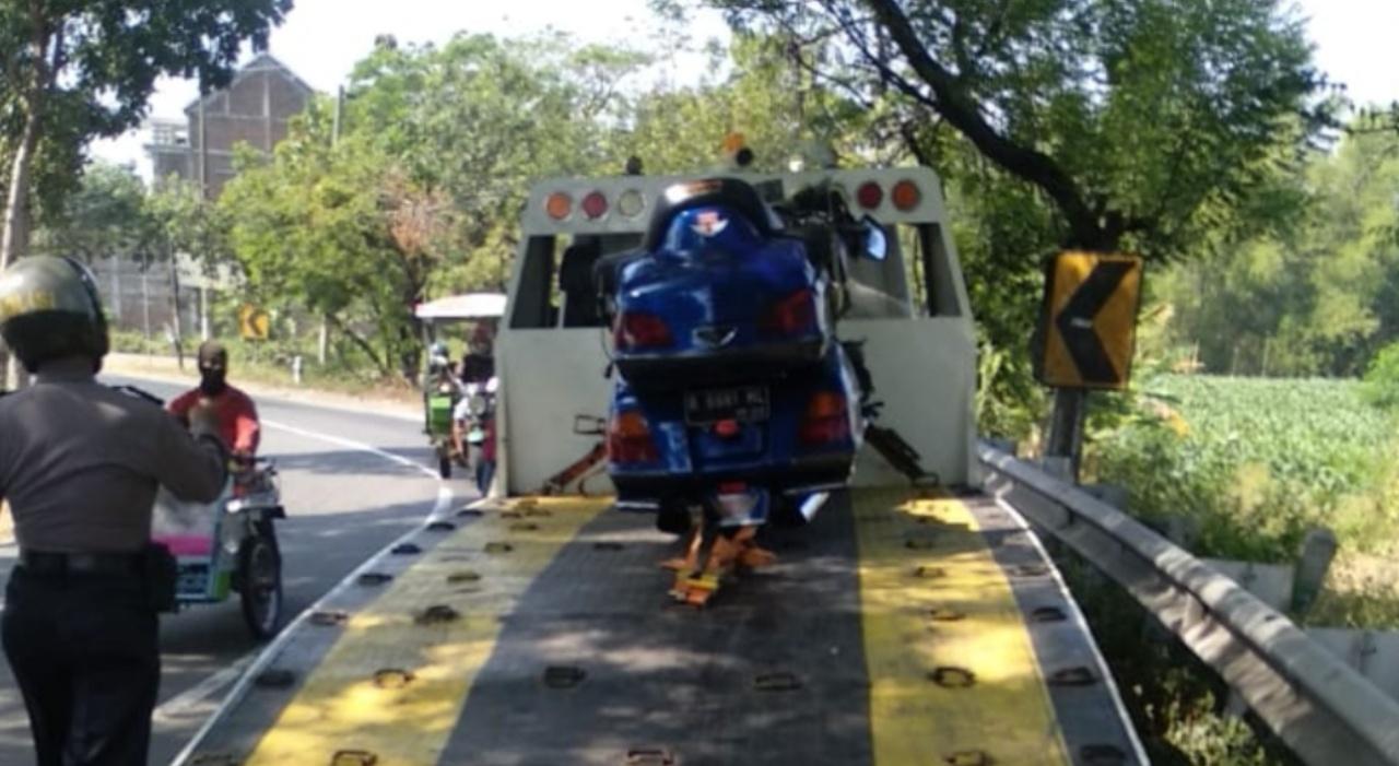 Haluan Terlalu ke Kanan, Moge Harley Davidson Tabrak Truk di Jombang