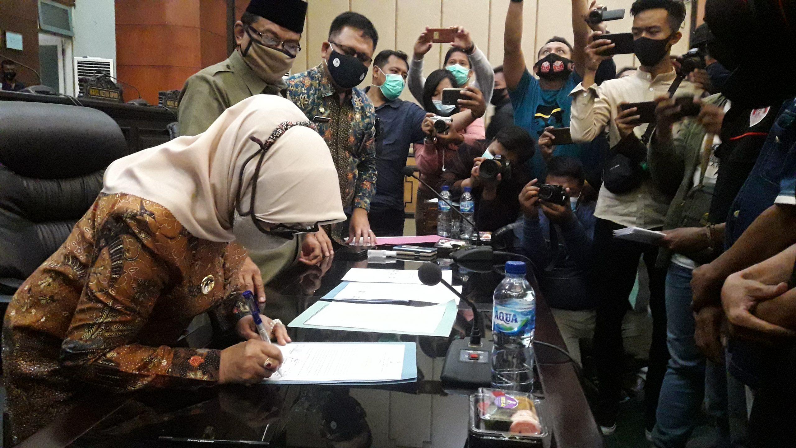 Didemo Buruh, DPRD Dan Bupati Jombang Tandatangani Penolakan UU Cipta Kerja