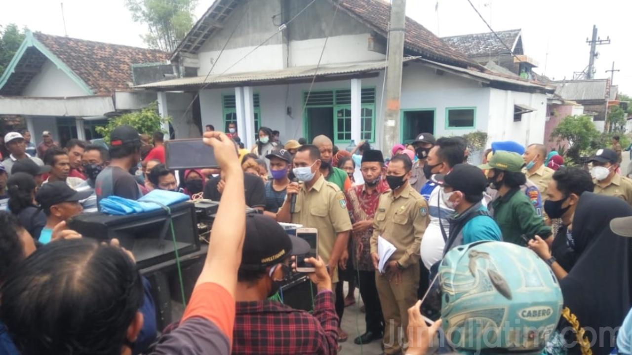 Warga di Jombang Demo 2 Perangkat Desa yang Diduga selingkuh Dicopot
