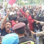 "Pendemo Tolak Omnibus Law di Tuban Teriakkan Yel-yel ""DPR Goblok"""