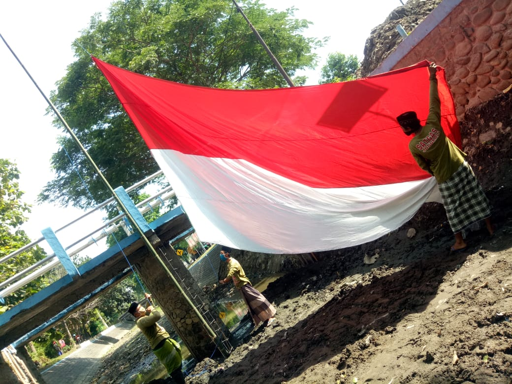 Cinta Lingkungan, Upacara Hari Santri Dilakukan di Sungai Gude Jombang