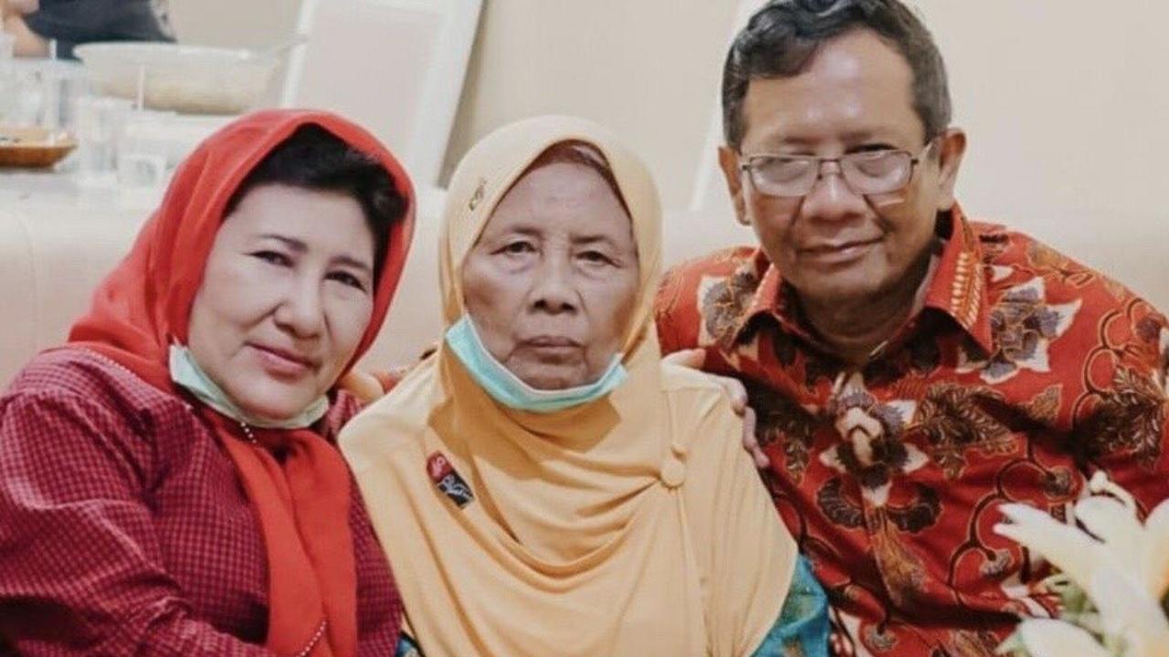 Mahfud MD Sungkem Ibu di Madura, Usia 90 Tahun Rajin Baca Quran