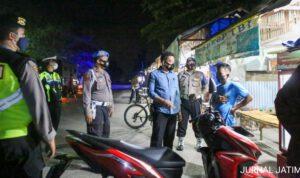 Kasat Resnarkoba Polres Jombang Pimpin Patroli Imbauan Penerapan 3M