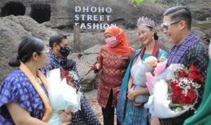 Khofifah Berharap Dhoho Street Fashion Terus Terhubung Pemprov Jatim