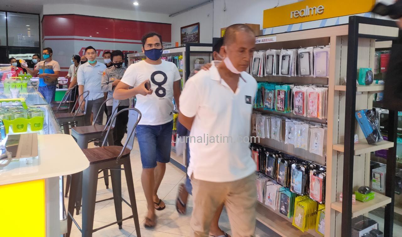Polisi Amankan Terduga Pencuri Dua HP di Konter Topsell Jombang