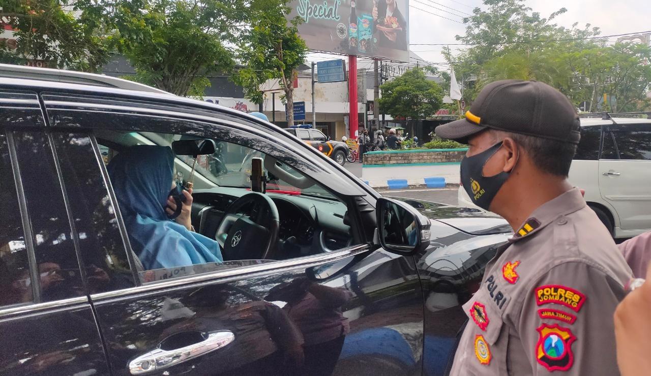 Kemudi Fortuner Tanpa Masker, Wanita Ini Kena Razia Yustisi di Jombang