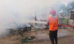Botol Bensin Dekat Kompor Pecah, Kios Rumah di Tuban Hangus Terbakar